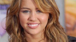 Miley Cyrus assure sa langue