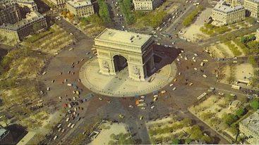 Le partage des torts pour un accrochage Place de l'Etoile à Paris