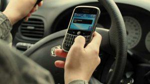 Ces Français qui utilisent leur téléphone au volant