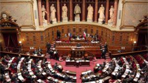 Dépendance: les sénateurs centristes refusent l'assurance privée universelle