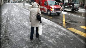 Neige : Quelles assurances après une chute sur un trottoir enneigé ?