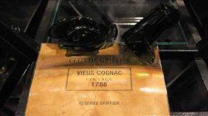 Insolite : Un homme d'affaire casse une bouteille à 64.000 euros qui n'était pas assurée