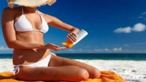 Prévention santé : Crèmes solaires, publicité mensongère ?