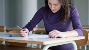Comment s'assurer lorsqu'on fait des études ou un stage à l'étranger?
