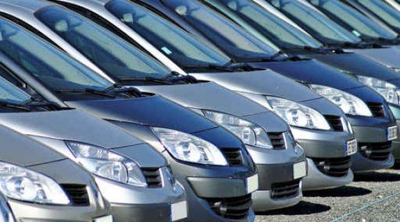 Question d'Assurés : Céline assure moins de véhicules mais paie plus cher…