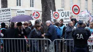 Assurance frontaliers : 150 manifestants bloquent la frontière franco-suisse