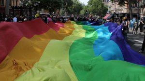Reportage / Dossier : Assurance-vie, quand l'épargne s'essaie au gay-friendly