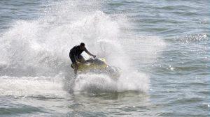 Assurance nautisme : Quelles sont les règles et distance de sécurité à respecter en bateau, scooter des mers et ski nautique ?