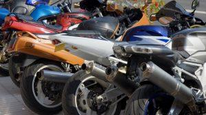 Moto : Les objets transportés peuvent également être assurés