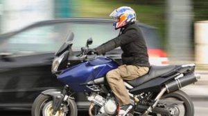Moto / Scooter : Pratiquement 100% des conducteurs circulent entre les files de voitures