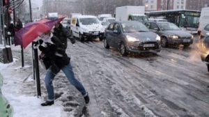 Auto / Neige : La préfecture de police de Paris appelle à ne pas utiliser sa voiture ce matin
