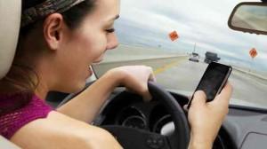 Sécurité routière : Décrypter l'addiction des jeunes à leur téléphone mobile